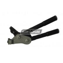 Pinces à tendre et sertir les fils de fer ou d'acier entre eux, utiliser les raccords Gripple.